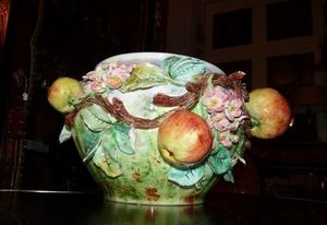Art & Antiques - cache pot en barbotine fruits - Cache Pot