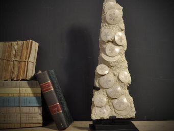 Objet de Curiosite - totem de scutella - Fossile