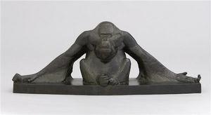 Galerie P. Dumonteil - orang-outang les bras étendus - Sculpture Animalière