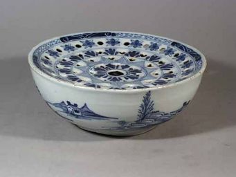 EARLE D VANDEKAR OF KNIGHTSBRIDGE - an english delftware colander bowl - Bol