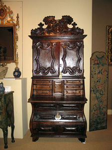 FOSTER-GWIN - iberian baroque period chestnut secretary - Secrétaire
