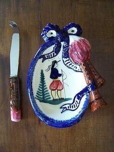 Le Grenier de Matignon - beurrier en faience signe « hb quimper » - Beurrier