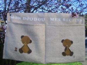 Trois soeurs et un fr�re cr�ations - poche � doudous et secrets - Rangement Suspendu Enfant