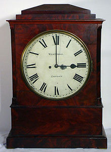 KIRTLAND H. CRUMP - large mahogany bracket clock by westwood of london - Horloge À Poser