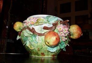 Art & Antiques - cache pot en barbotine fruits - Cache Pot