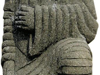 STATUES DU MONDE - statue guerrier debout en basanite naturelle - Statuette
