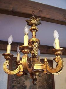 Le Grenier de Matignon - lustre en bois dore de style louis xvi - Lustre