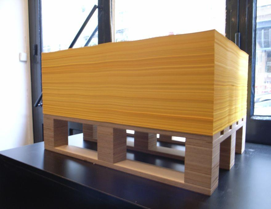 Table basse imprimerie luxe table basse forme originale for Salon imprimerie