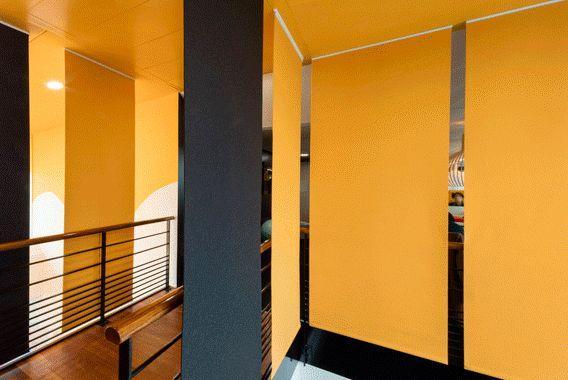 cloison suspendue jaune lily latifi decofinder. Black Bedroom Furniture Sets. Home Design Ideas
