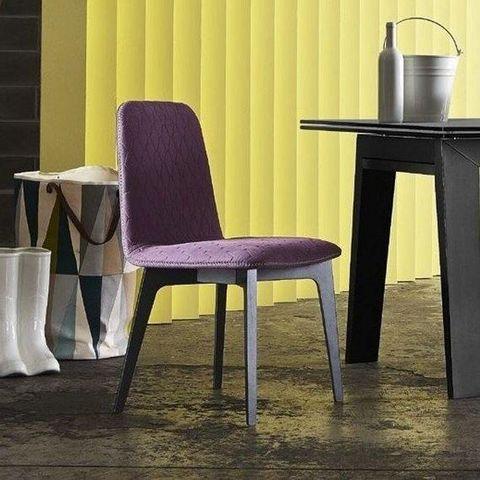 Calligaris - Chaise-Calligaris-Chaise SAMI en hêtre et tissu aubergine de CALLIGA