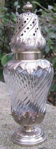 Antiquité Bosetti - Saupoudreuse-Antiquité Bosetti-SAUPOUDROIR cristal et vermeil