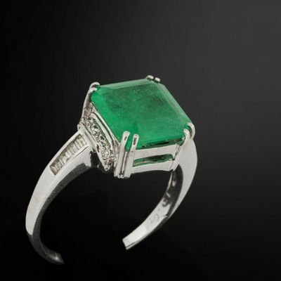 Expertissim - Bague-Expertissim-Bague or, diamants et �meraude, env. 4.5 carats