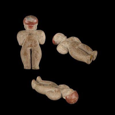 Expertissim - Objet d'art précolombien-Expertissim-Statuette de personnage en céramique à la coiffe p