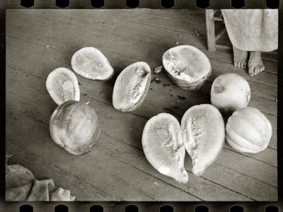 LINEATURE - Photographie-LINEATURE-Melons on Frank Tengle's porch - 1936