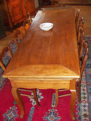 ANTIQUITES THUILLIER - Table de repas rectangulaire-ANTIQUITES THUILLIER-Style Louis XV - XIX e - élégante, belle patine