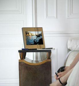 Digital photograph frame