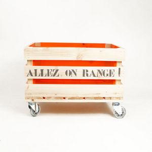 Movable children's storage furniture