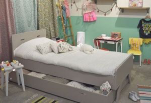 MADAKET -  - Children's Bed With Drawers