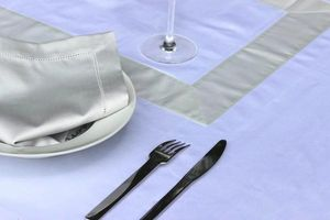 AIGREDOUX -  - Matching Tablecloth And Napkin Set
