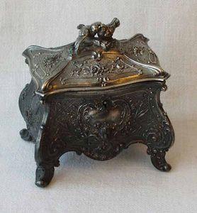 Antiquités Eric de Brégeot -  - Jewellery Box