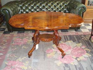 ANTIGÜEDADES BRITANIA - table violonnée en acajou flammé - Violon Shaped Table