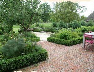 ABACALYS International -  - Landscaped Garden
