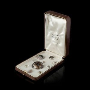 Expertissim - dix médaillons fixés sous verre - Mounted Under Glass