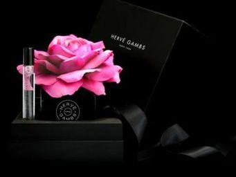 HERVÉ GAMBS -  - Flower Bouquet