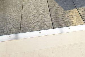 Metal threshold strip