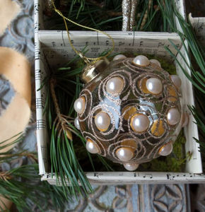 Graham & Green - gold pearl - Christmas Bauble