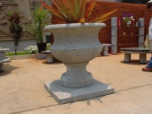 madastone -  - Garden Vase