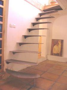 HORUS FERRONNERIE -  - Straight Staircase