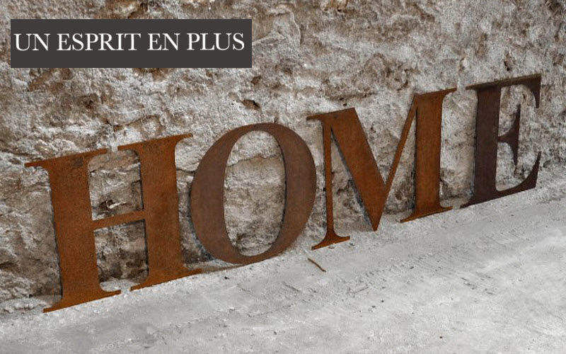 Un Esprit En Plus Dekorativer Buchstabe Dekorative Ziffern und Buchstaben Dekorative Gegenstände  |