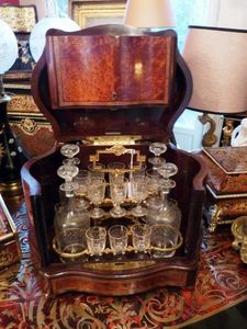 Art & Antiques - cave à liqueur estampillée bottin xixe - Likörschrank