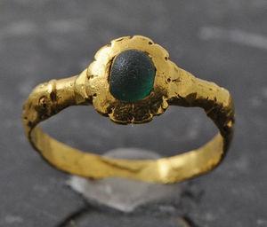 Fabian de MONTJOYE - bague en or et de pâte de verre émeraude - Ring