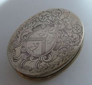 ALASTAIR DICKENSON - an interesting queen anne tobacco box - Tabakdose