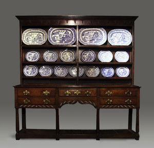 COUNTRY ANTIQUES -  - Anrichte