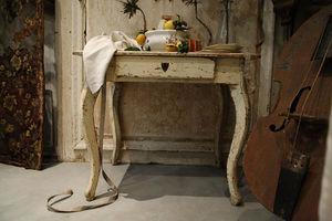 une Âme en plus - table suèdoise jaune pâle du début du xixeme - Wandtisch