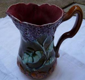 Art & Antiques - pichet barbotine lilas onnaing - Krug