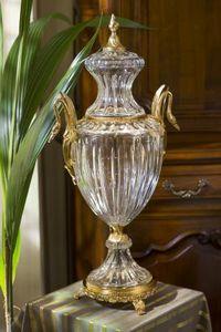 CRISTALLERIE DE MONTBRONN -  - Vase Mit Deckel