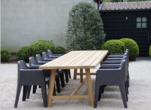 Out Standing - and made to measure in iroko.  - Gartentisch