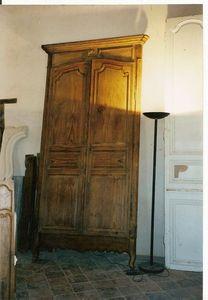 Catherine Fleuraux Materiaux Anciens -  - Schrank Mit Stoffvorhang