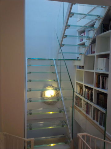 TRESCALINI - Zweimal viertelgewendelte Treppe-TRESCALINI-Elite: escalier demi tournant acier et verre clair