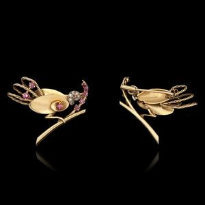 Expertissim - broche oiseau en or, diamants et rubis - Alfiler