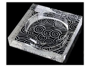 WHITE LABEL - cendrier carré en verre gravé de tourbillons acces - Cenicero