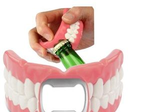 WHITE LABEL - ouvre-bouteille dentier décapsuleur deco maison us - Descapsulador