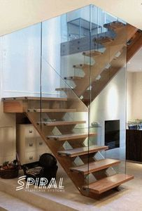 Lewes Design Contracts -  - Escalera Con Tramo Curvo