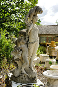 Wrights of Campden - statue of venus - Cariátide