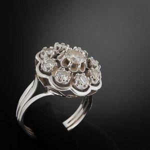 Expertissim - bague rosace en or gris sertie de neuf diamants - Anello