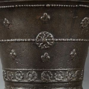 Expertissim - seau à eau bénite en bronze. le puy-en-velay, fin  - Acquasantiera